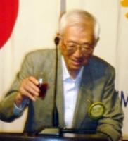 創立47周年を記念してウーロン茶で乾杯!乾杯の音頭 清永 宇蔵会員.jpg