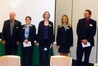 例会訪問(左から団長のローレンス・ラチャペルさん、栄養士のエリン・ラムさん、化学の先生のキャロリン・ウィリアムスさん、弁護士のステイシーミュレンさん、ガーデナーのジェフ・デイヴィスさん)縮小.jpg