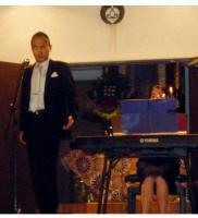 澁谷暢達氏の素晴らしいバリトンの歌声が朗々と月夜に響き渡りました。.JPG
